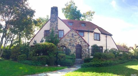 Photo of 55 Exeter St, Forest Hills, NY 11375