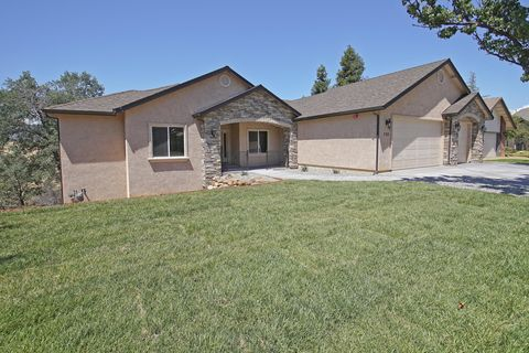Photo of 730 Sunriver Ln, Redding, CA 96001