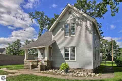 Photo of 1028 S Union St, Traverse City, MI 49684