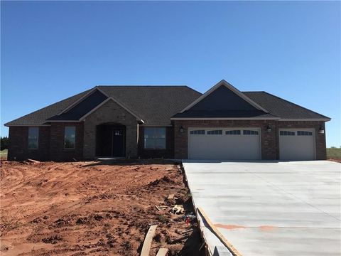 Photo of 2400 Sandpiper Dr, Blanchard, OK 73010