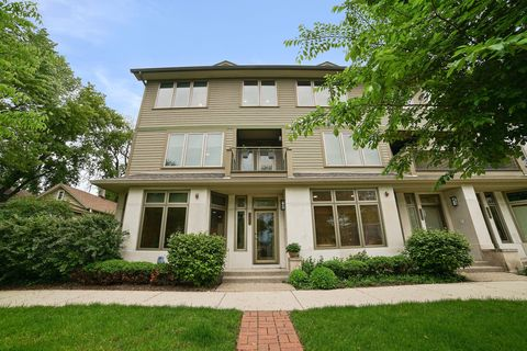Photo of 1467 Ashland Ave, Evanston, IL 60201