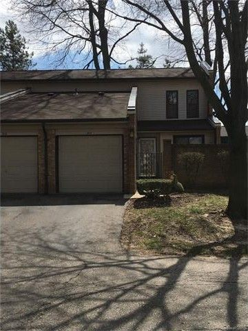 314 Willow Grove Ln, Rochester Hills, MI 48307
