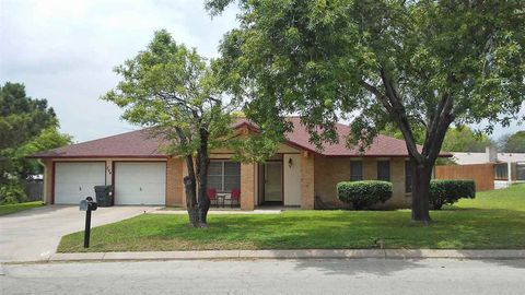 Photo of 204 Meandering Way, Del Rio, TX 78840