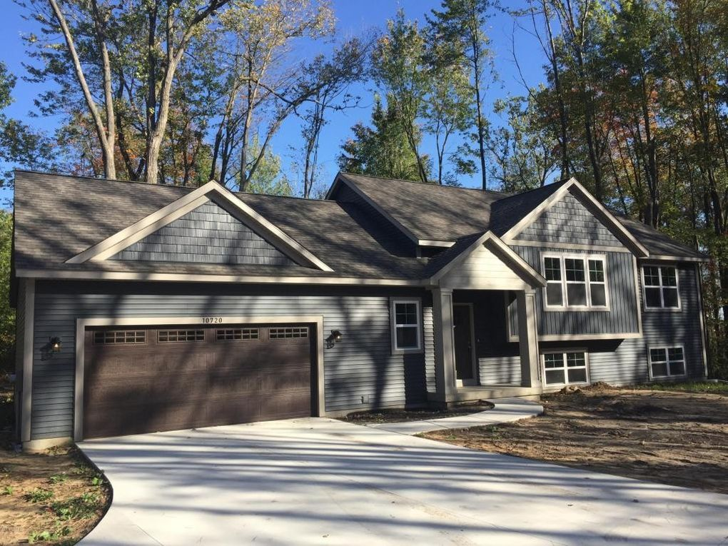 10720 104th Ave, West Olive, MI 49460