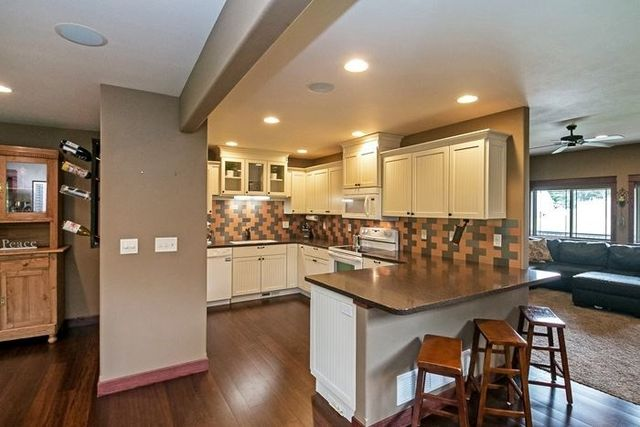 707 Holiday Rd Coralville Ia 52241 Kitchen