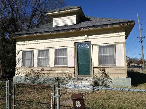 802 W Mc Cormick St, Wichita, KS 67213