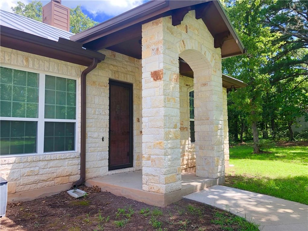 118 Loblolly, Elgin, TX 78621 on