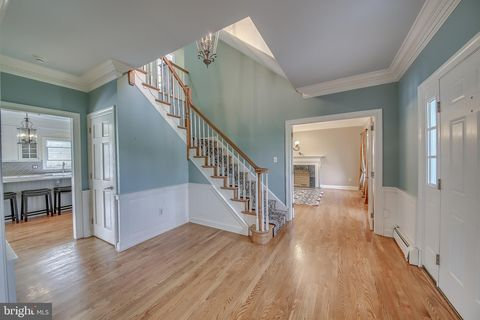 Photo of 3 Avondale Dr, Newtown, PA 18940