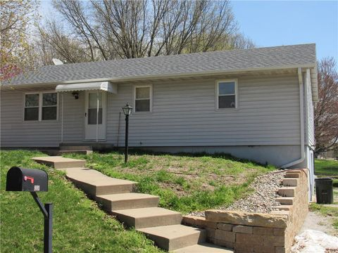 Photo of 903 S 4th Ter, Savannah, MO 64485