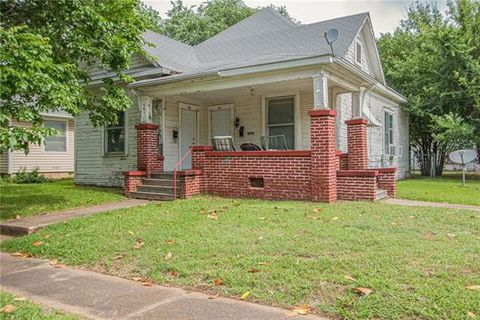 Photo of 431 E Woodard St, Denison, TX 75021