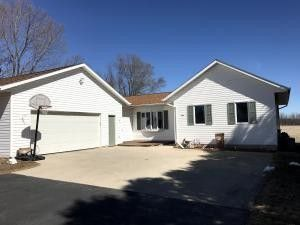 636 N Packer Dr, Whitelaw, WI 54247