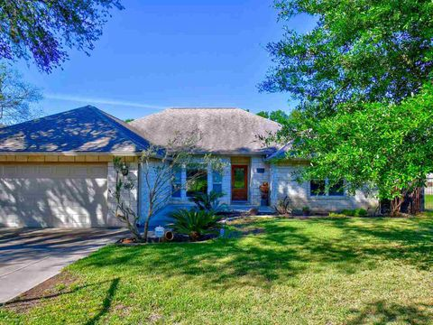 Photo of 106 Skyline Dr, Sunrise Beach, TX 78643