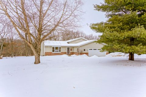 Photo of W345 S3681 Moraine Hills Dr, Dousman, WI 53118