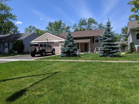 Photo of 452 E Fullerton Ave S, Glendale Heights, IL 60139