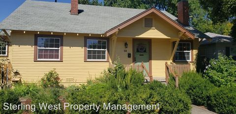 Photo of 20 Lincoln St, Medford, OR 97501