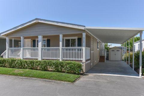 517 Maplewood Dr, Petaluma, CA 94954