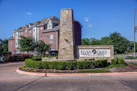 Photo of 305 Holleman Dr Unit 302, College Station, TX 77840