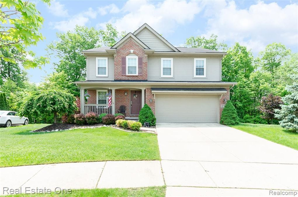 46705 Woodside Dr, Canton Township, MI 48187
