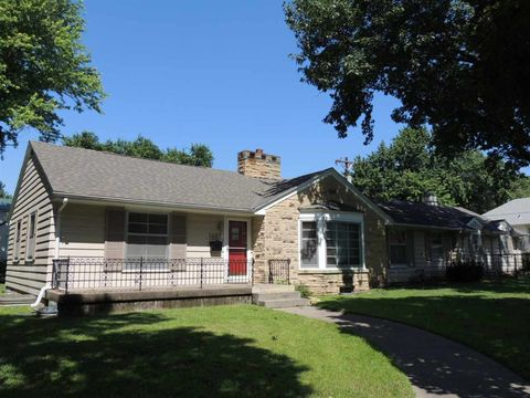 Photo of 1407 7th St, Clay Center, KS 67432