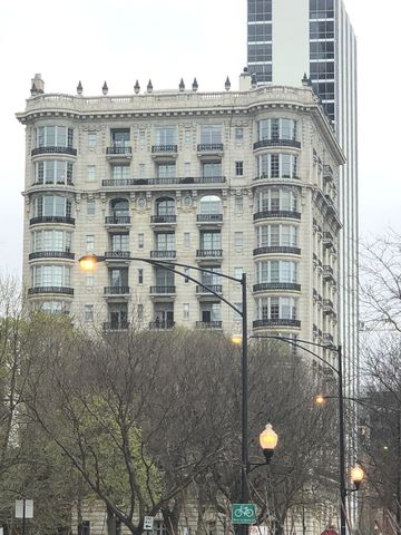 Photo of 1550 N State Pkwy Apt A3, Chicago, IL 60610