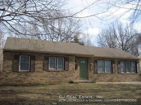 Photo of 221 Sw Opal Dr, Lees Summit, MO 64081