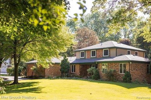 1125 Concord Rd, Rochester Hills, MI 48309
