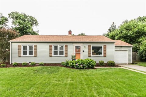 Photo of 5204 Kingsley Dr, Indianapolis, IN 46220