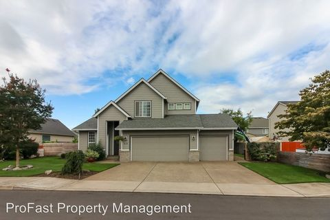 Photo of 1381 N Hazelnut Ct, Canby, OR 97013