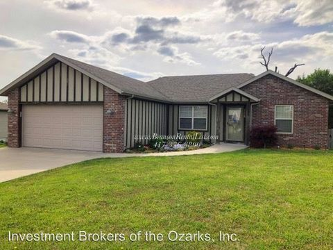 Photo of 464 Hill Billy Ln, Hollister, MO 65672
