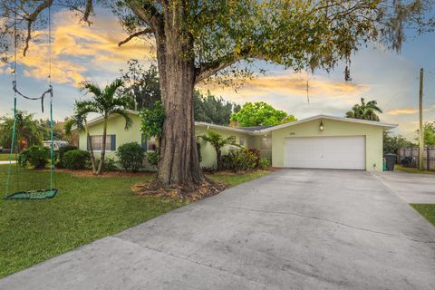 Photo of 1195 Country Gardens Ln, Fort Pierce, FL 34982