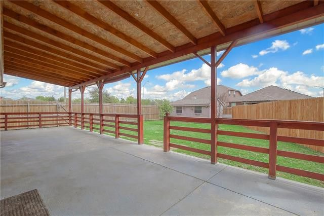 8809 Elk Creek Ln, Fort Worth, TX 76123