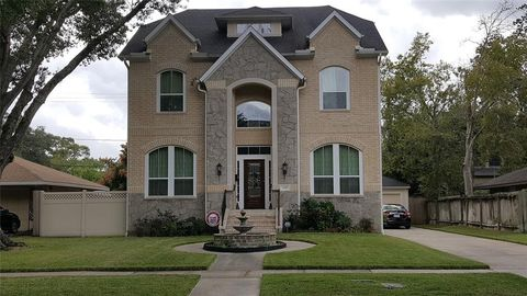 Photo of 5105 Maple St, Bellaire, TX 77401