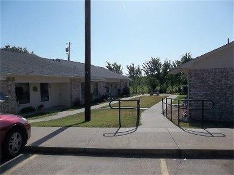 Photo of 401 Bicentennial St, Bonham, TX 75418