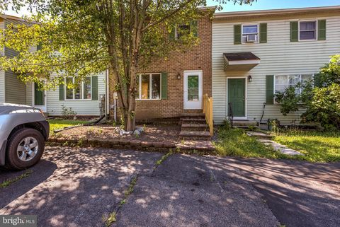 Photo of 49 Persian Lilac Dr, Etters, PA 17319