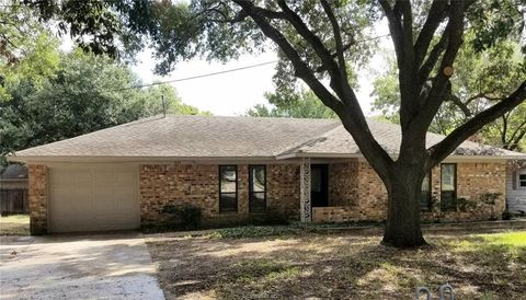 Photo of 810 E 27th St, Bryan, TX 77803