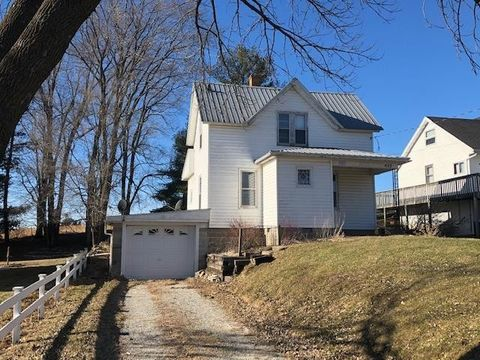 Photo of 422 S Division Ave, Spring Grove, MN 55974
