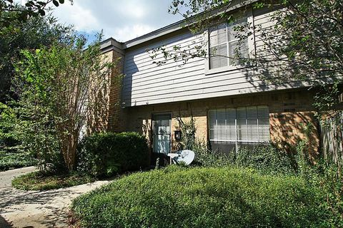 Photo of 8315 La Roche Ln, Houston, TX 77036
