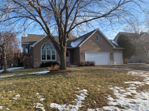 2111 Woodbridge Way, Woodbury, MN 55125