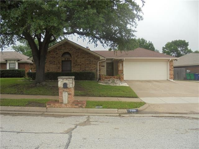 7916 Hunters Glen Dr, Watauga, TX 76148