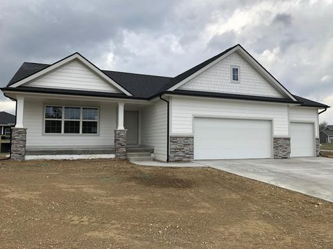 Photo of 623 Mallard Ct Nw, Bondurant, IA 50035