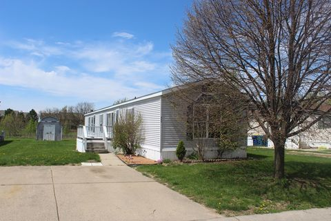 Photo of 1748 Westwood St, Greenwood, IN 46143