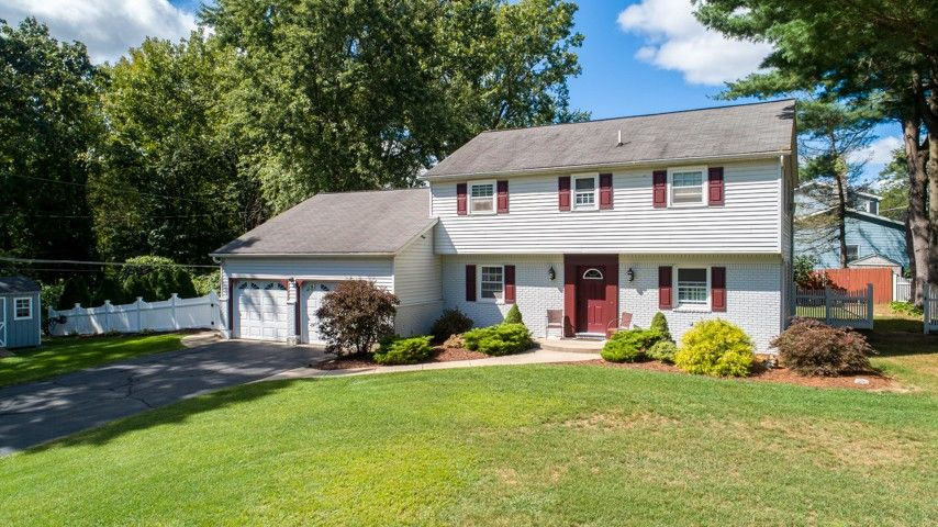 19 Greenlea Dr Clifton Park, NY 12065