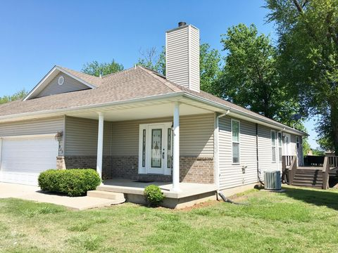 Photo of 913 Briarview Dr, Carl Junction, MO 64834