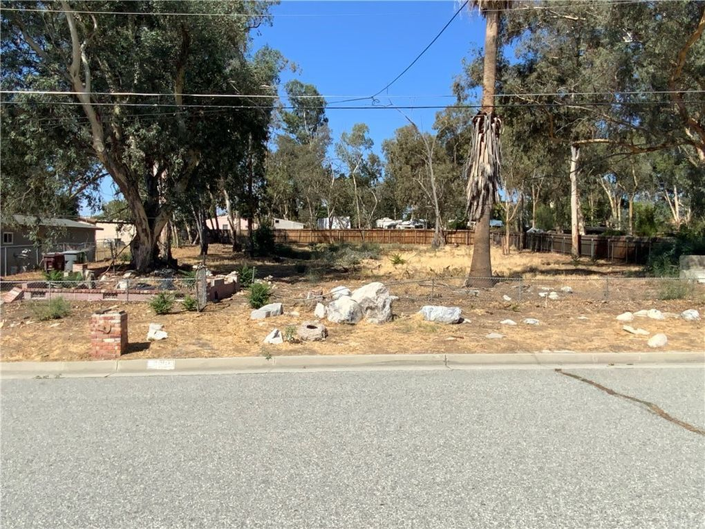 683 Park Ave Banning, CA 92220