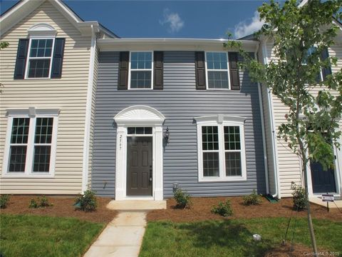 Photo of 2567 Norman Isle Dr, Denver, NC 28037