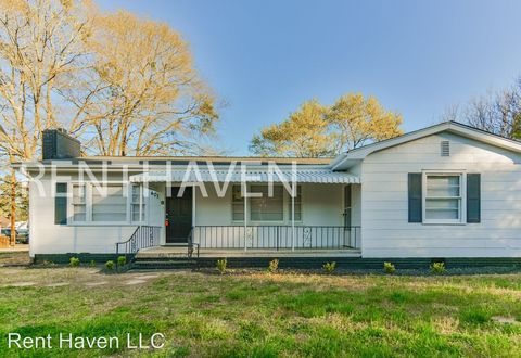 Photo of 401 Belton Dr, Williamston, SC 29697