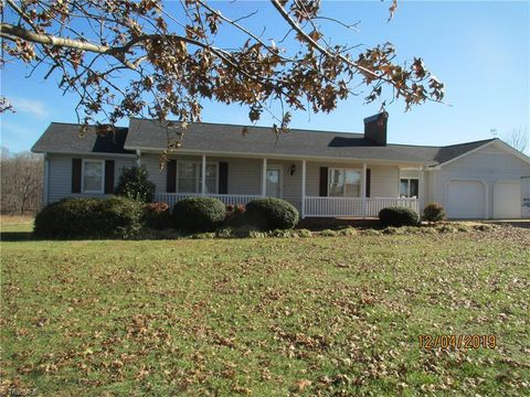 Photo of 173 Old Meadowbrook Ln, Elkin, NC 28621