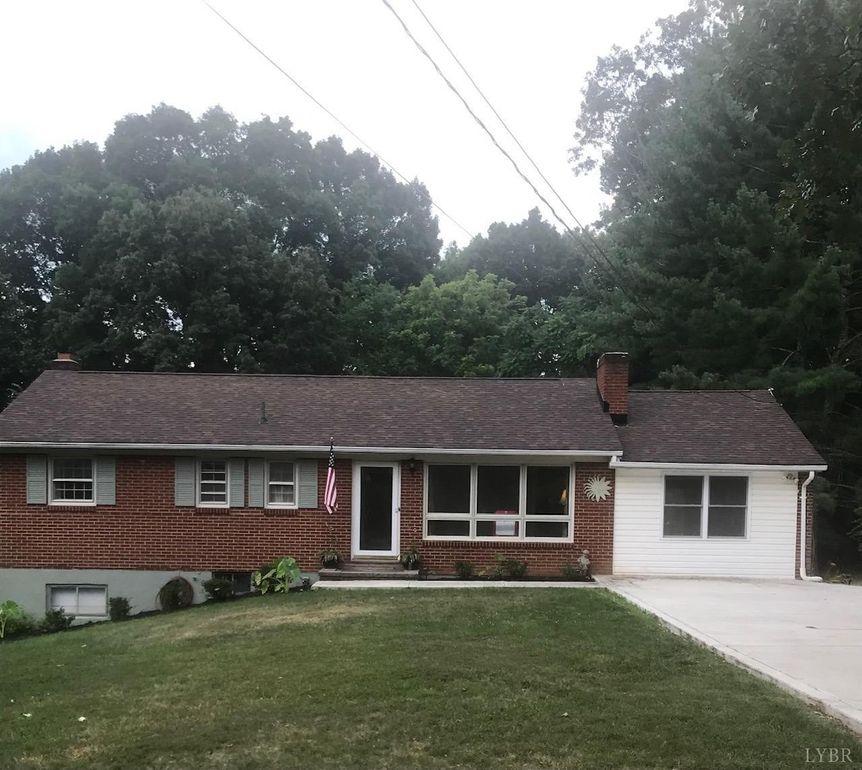 90 Holcombe Rd Lynchburg, VA 24502