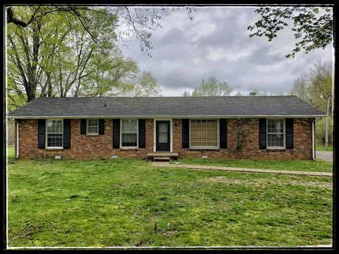 Photo of 3709 Old Dover Rd N, Woodlawn, TN 37191