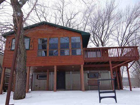 Photo of 586 Cottage Rd, Harpers Ferry, IA 52146